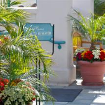 Breakwater-Restaurant-patio-entrance