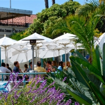 Breakwater-Restaurant-patio-dining2