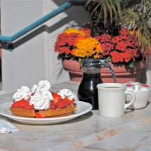 Breakwater-Restaurant-waffles
